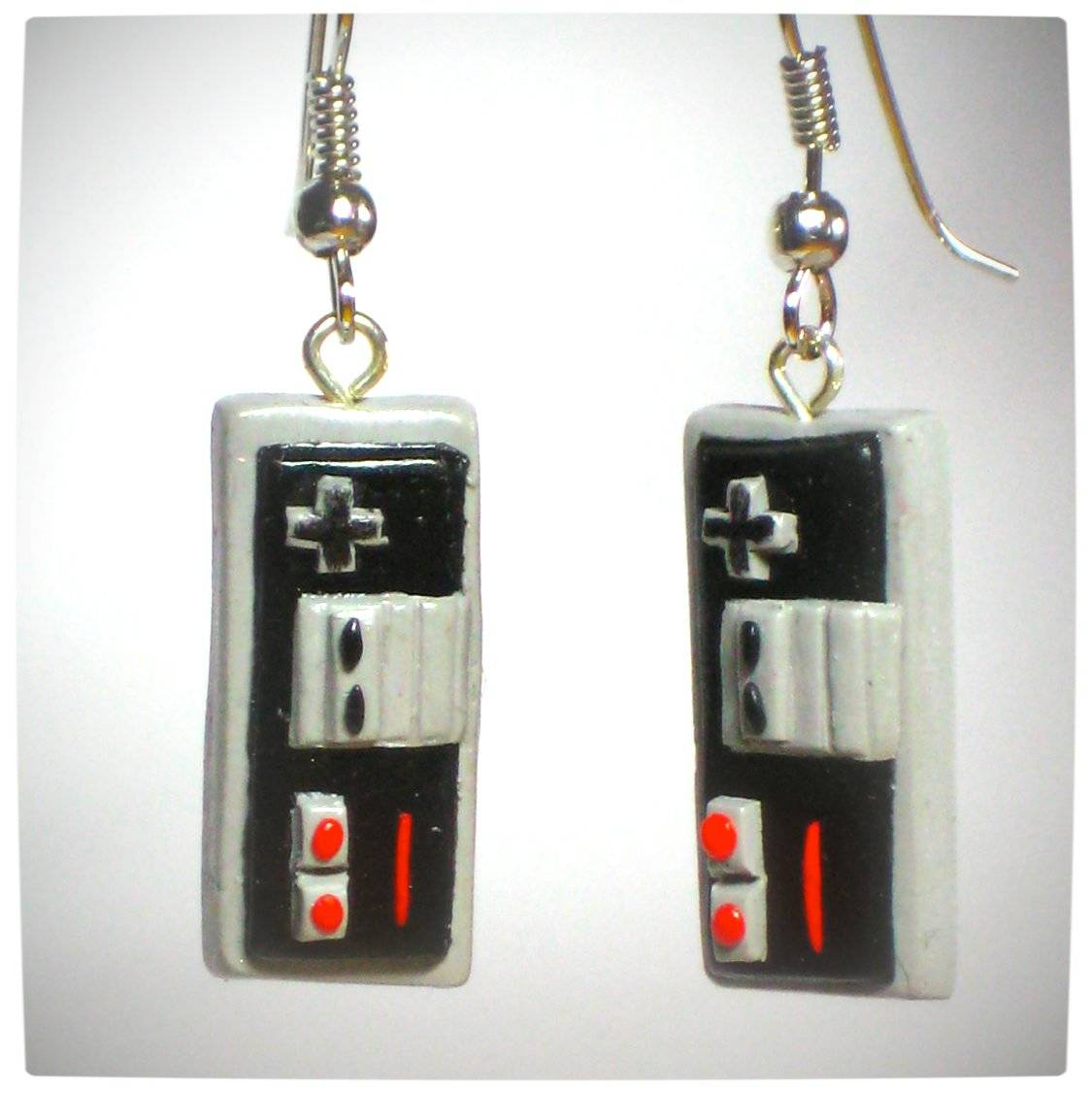 Vamers - Geekosphere - SUATMM - OhMyGeekness by Jess Firsoff - Nintendo NES Controller Earrings
