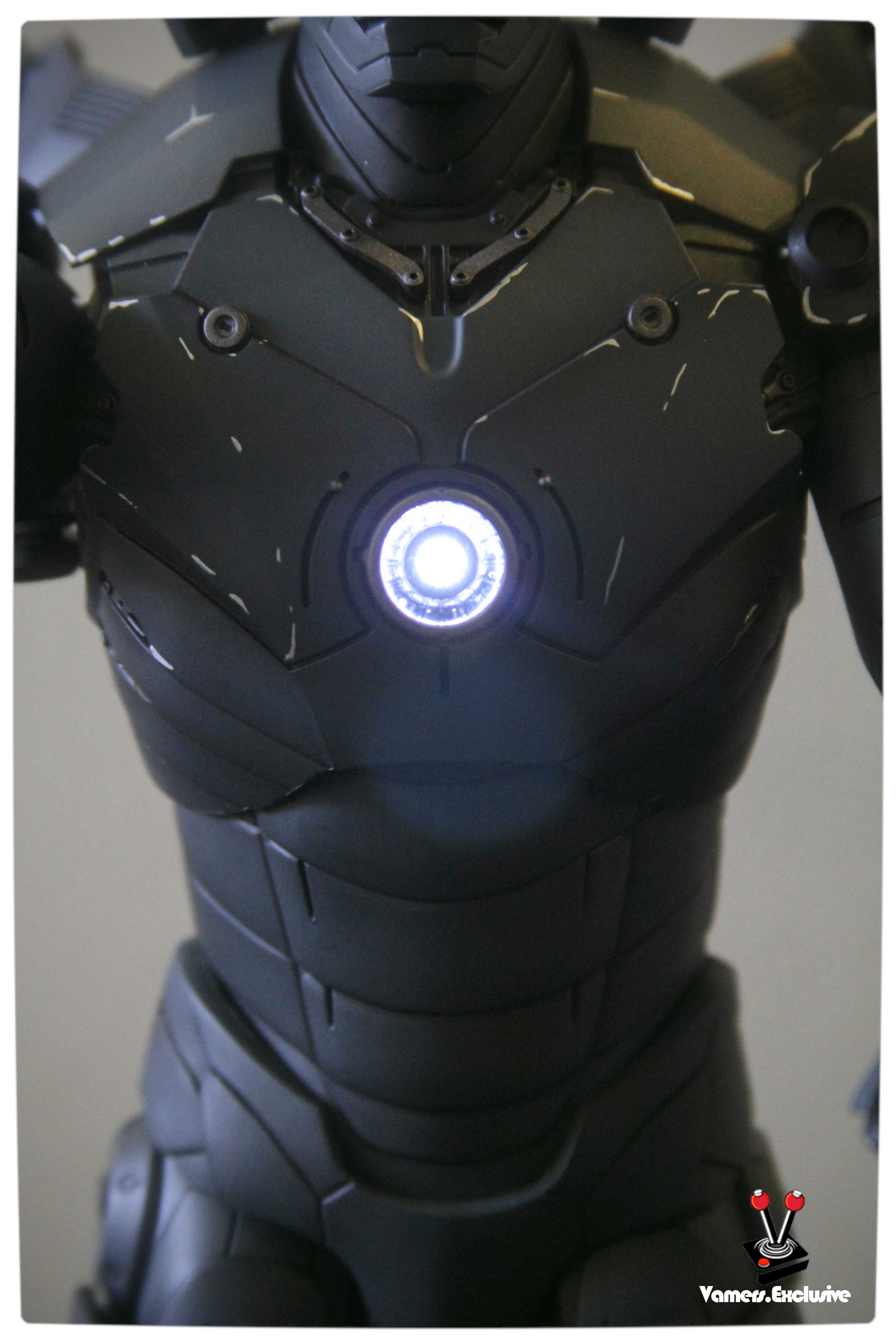 Vamers - Hot Toys - Limited Edition Collectible - Iron Man Mark III - SIlly Thing's TK Edition - MMS101 - Flaps Extended and Arc Reactor Engaged - Mid-Body Close-Up