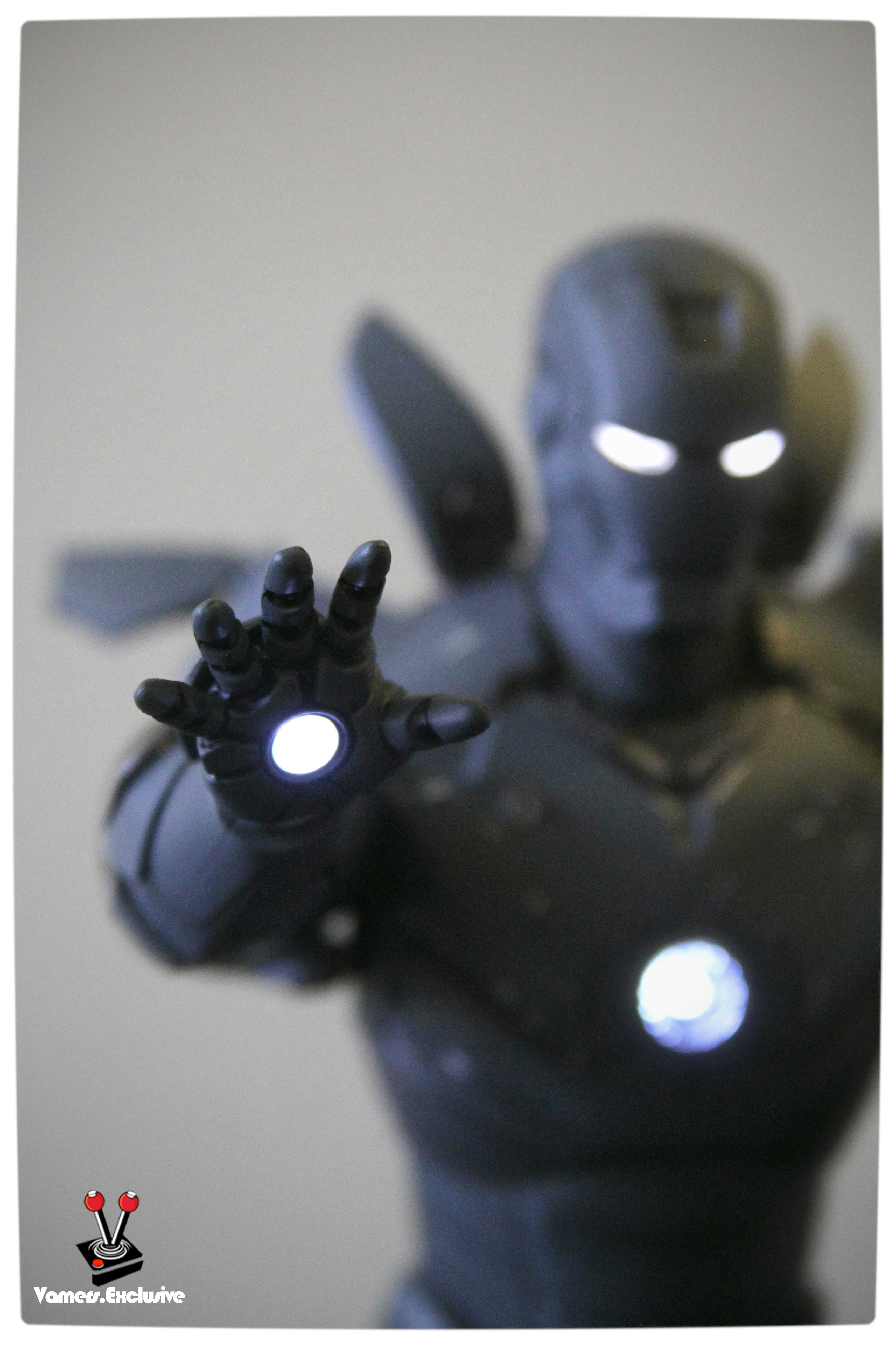 Vamers - Hot Toys - Limited Edition Collectible - Iron Man Mark III - SIlly Thing's TK Edition - MMS101 - Flaps Extended and Arc Reactor Engaged - Right Hand Close Up (Light On)