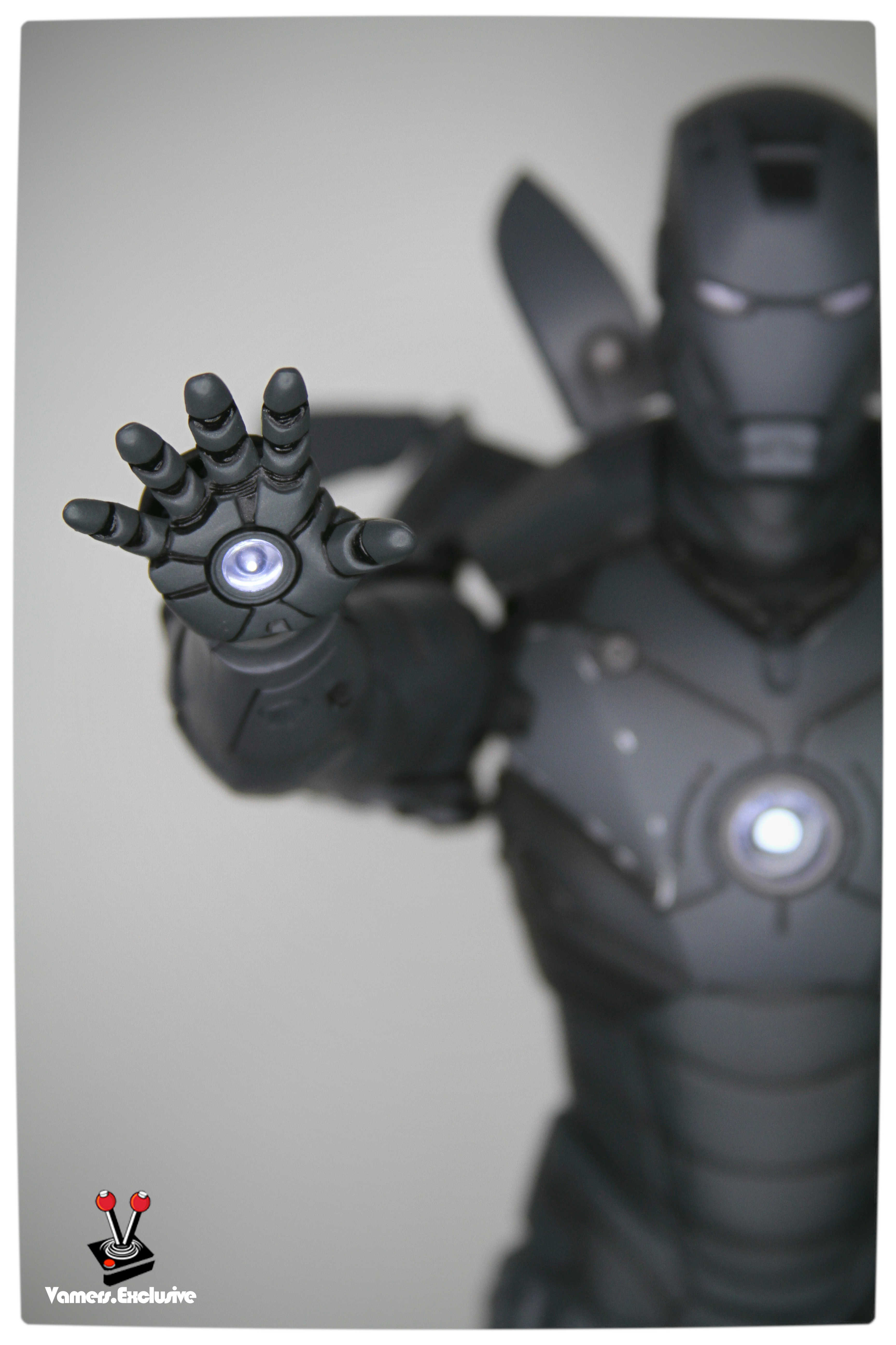 Vamers - Hot Toys - Limited Edition Collectible - Iron Man Mark III - SIlly Thing's TK Edition - MMS101 - Flaps Extended and Arc Reactor Engaged - Right Hand Close Up