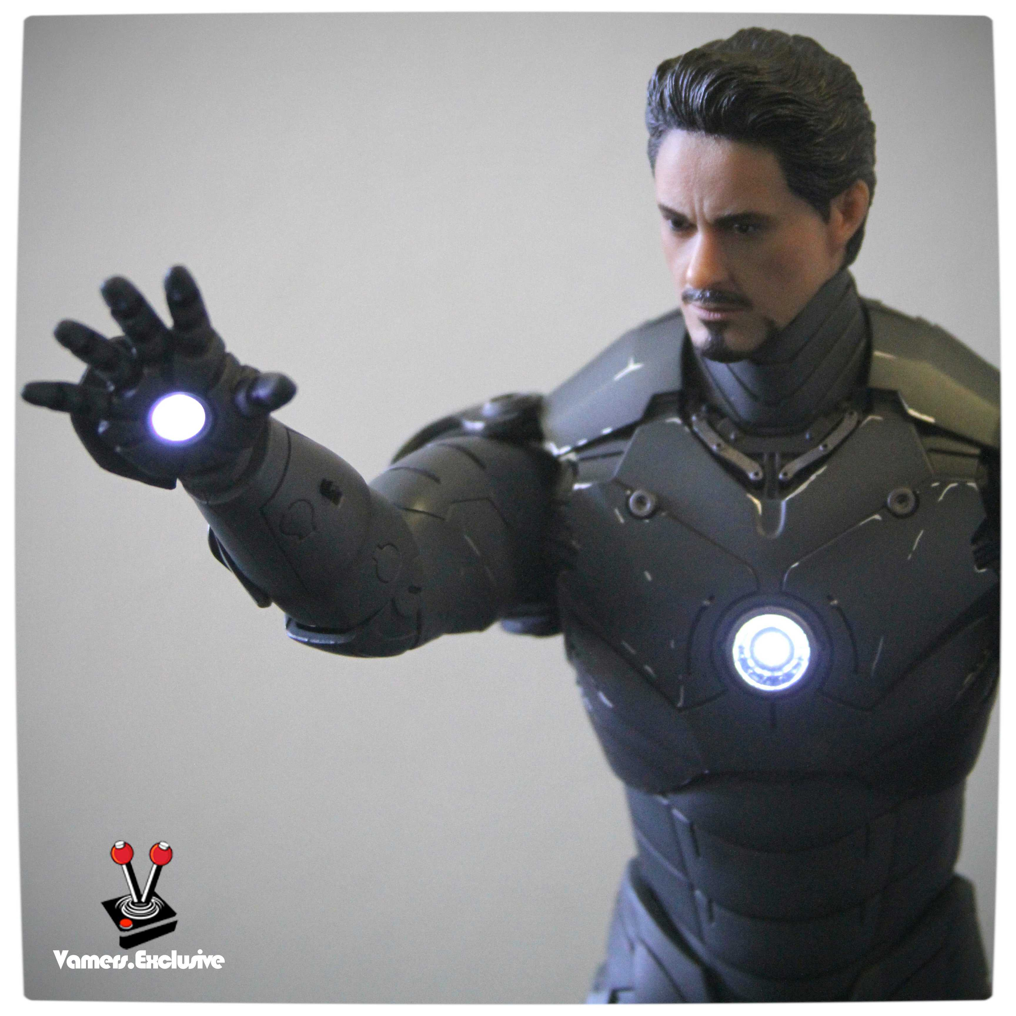 Vamers - Hot Toys - Limited Edition Collectible - Iron Man Mark III - SIlly Thing's TK Edition - MMS101 - Tony Stark Ready to Fire - Arc Reactor Engaged - Right Arm Extended
