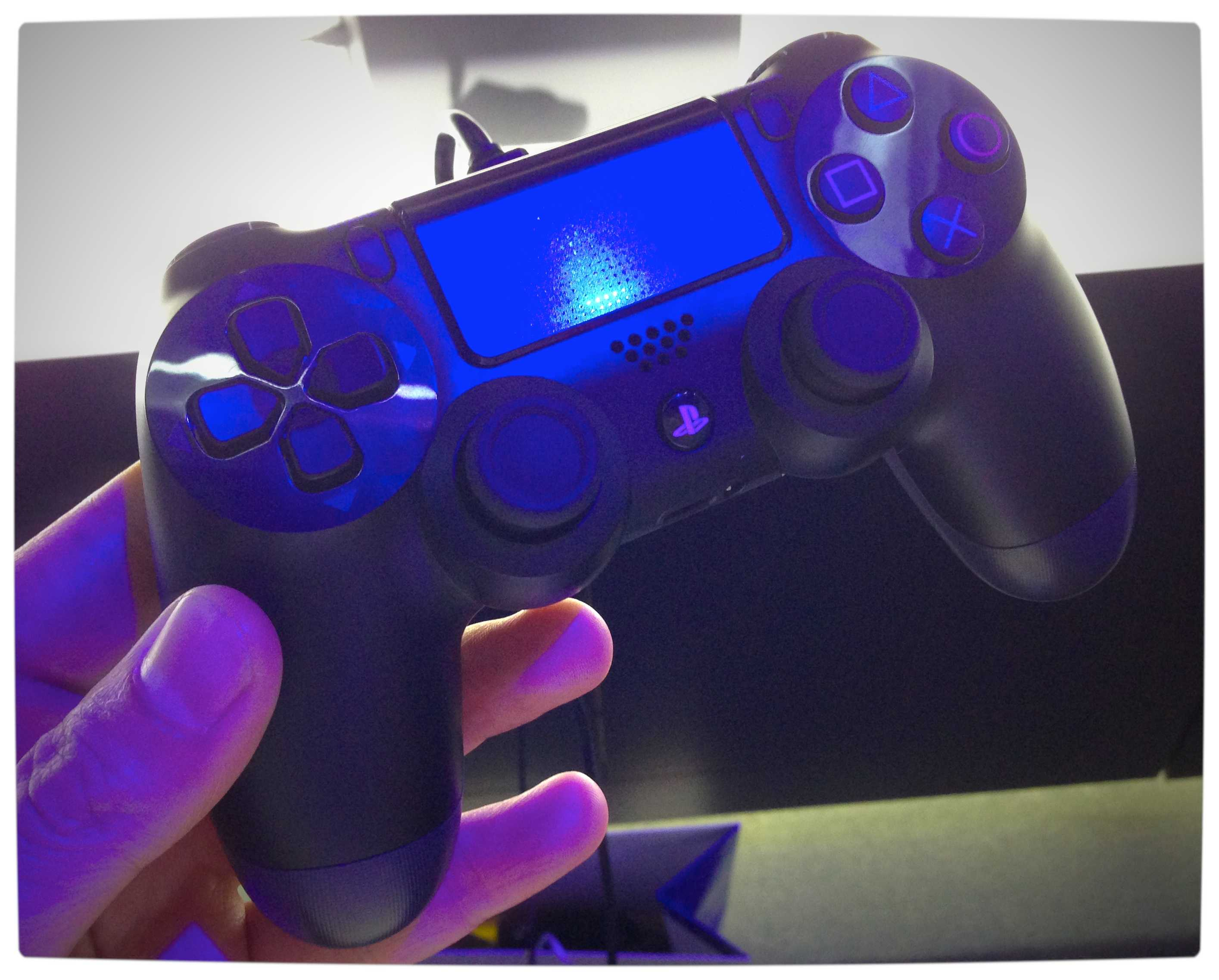 Vamers - Games - Sony's DualShock 4 - Hands-On - The DualShock 4 - In-Hand