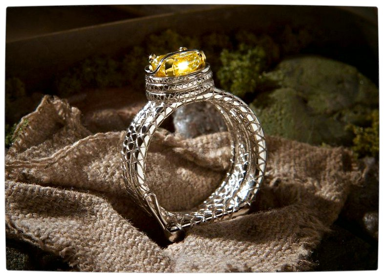 Vamers - Geek Chic - SUATMM - 10 Gorgeously Geektastic Engagement Rings - Indiana Jones Ring