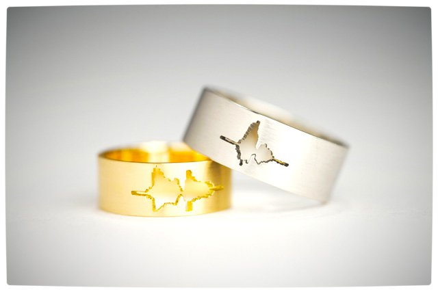 Vamers - Geek Chic - SUATMM - 10 Gorgeously Geektastic Engagement Rings - Waveform Rings