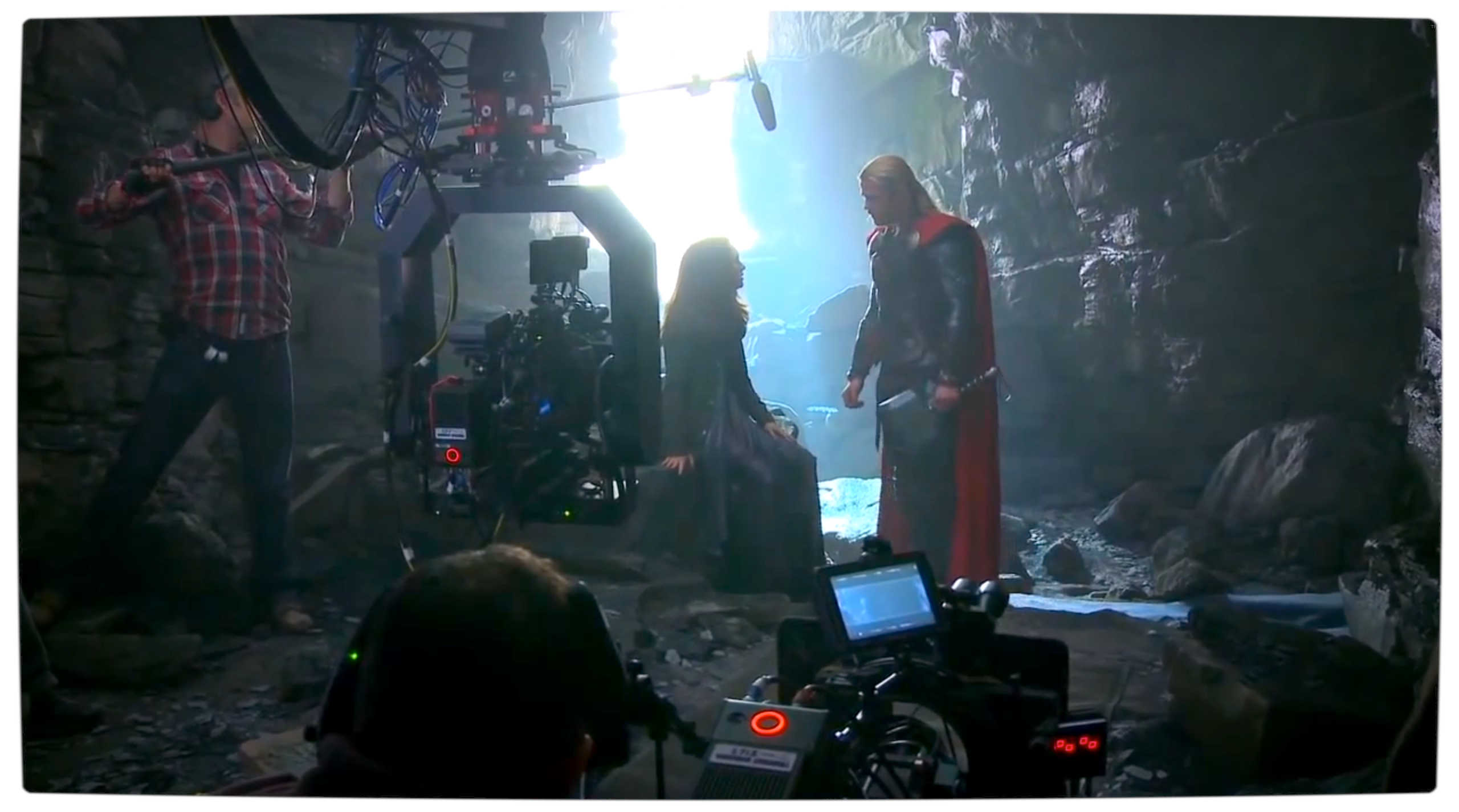 Vamers - FYI - Movies - 15-Minutes of 'Thor The Dark World' B-Roll Footage - Thor and Jane