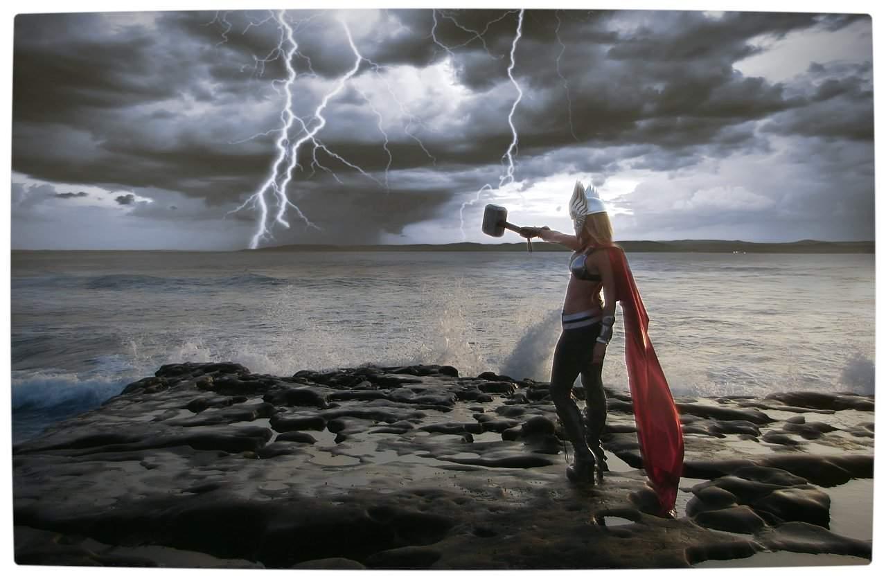 Vamers - Geekosphere - Thorsday - Toni Darling Gender-Bends Thorsday - Toni Darling as Thor 10