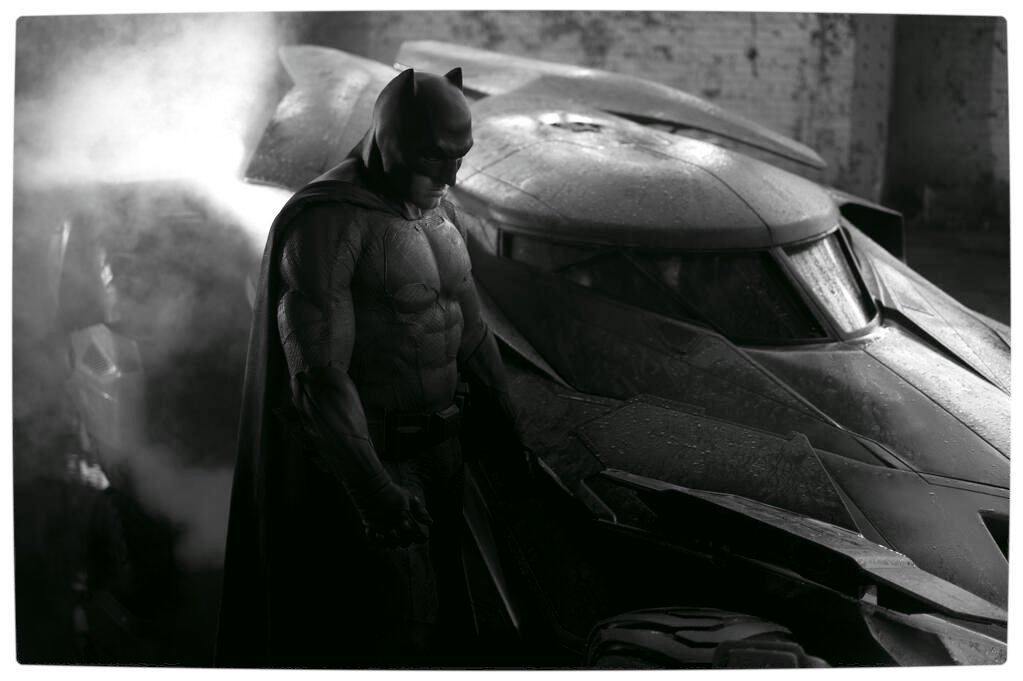 First Look at Ben Affleck as Batman with his new Batsuit ...