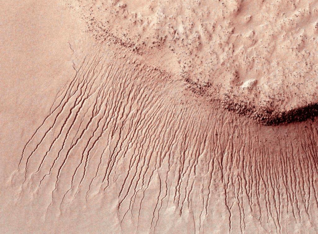 Vamers - FYI - Ermagherd - NASA Confirms Evidence of Liquid Water on Mars - Water on Mars Black Streaks